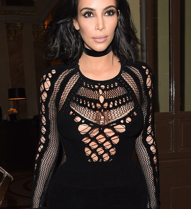 2617342E00000578-2969082-Throwback_The_Kardashian_went_for_retro_glamour_as_she_wore_a_ch-a-73_1424892673254